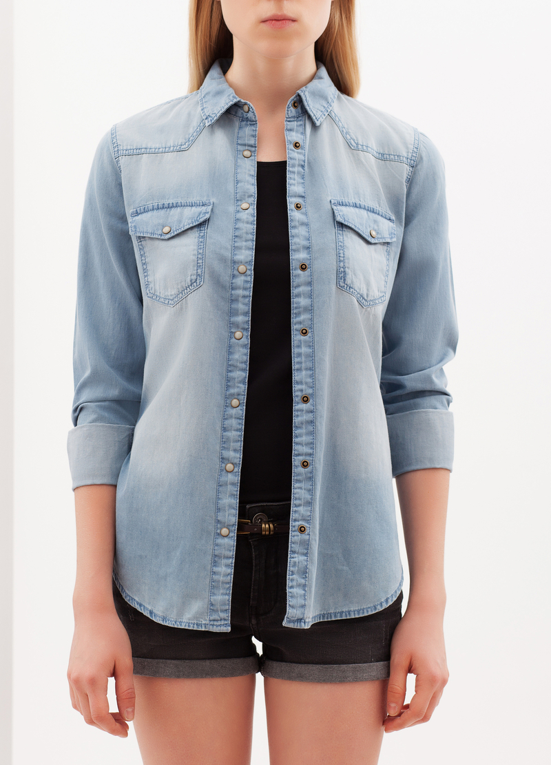 Camicia in jeans con bottoni madreperlacei image number null