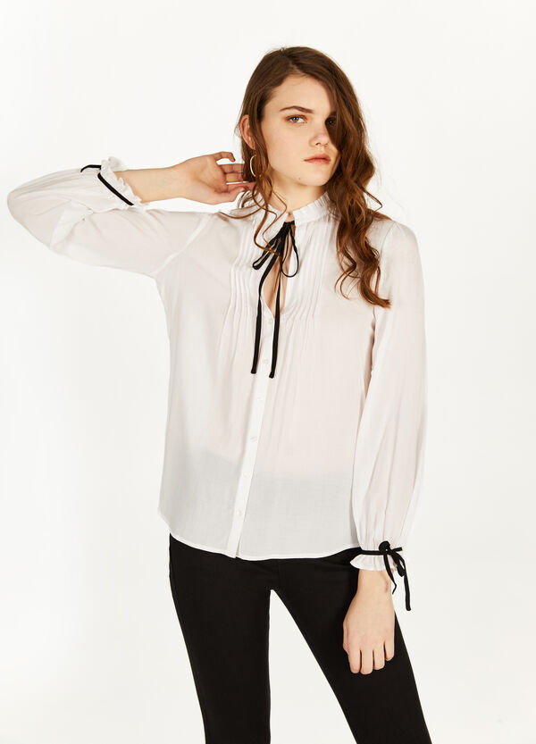 100% viscose shirt with laces