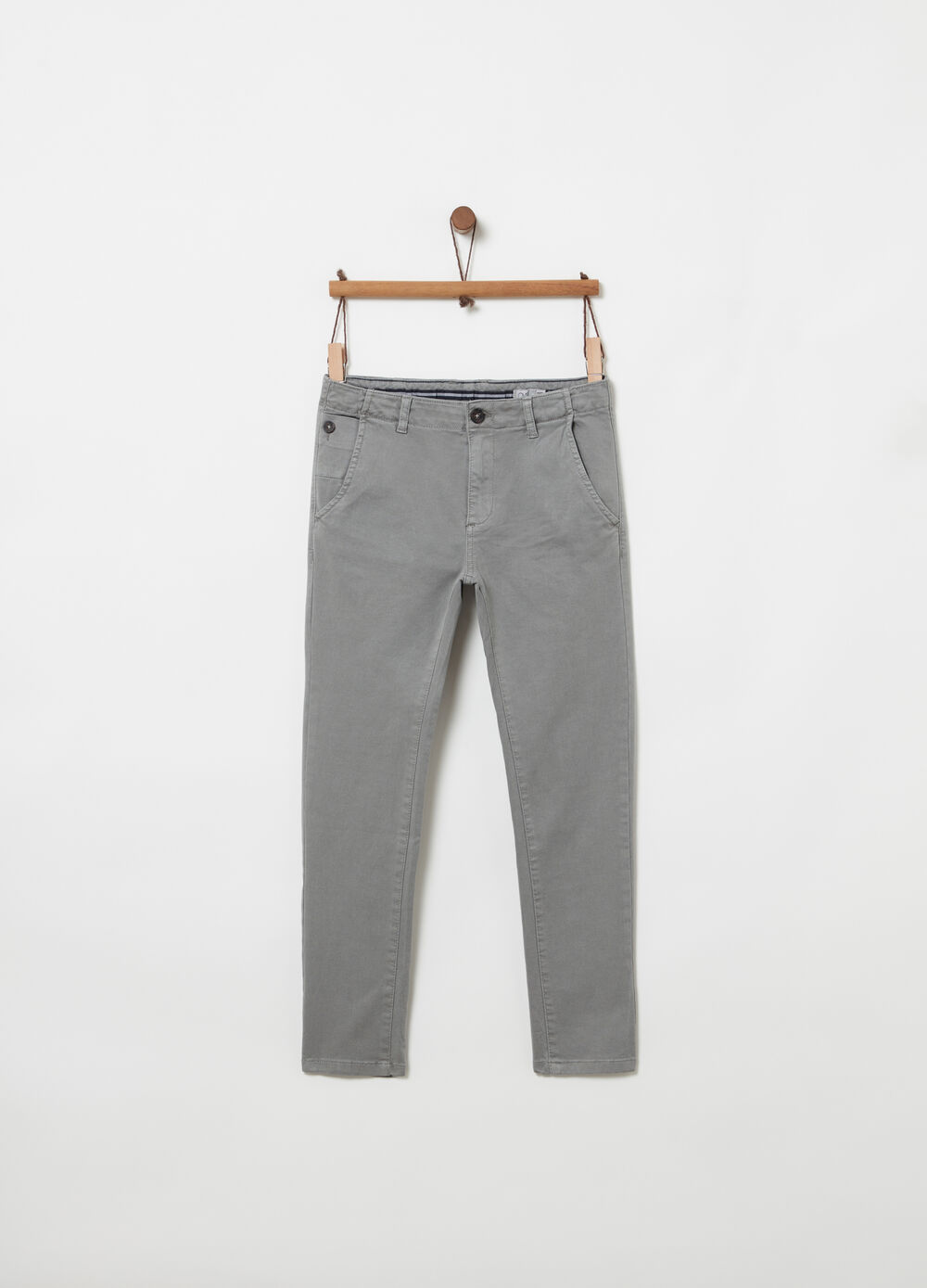 Solid colour, yarn-dyed and textured slim-fit chinos