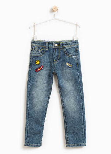 Jeans effetto used con patch