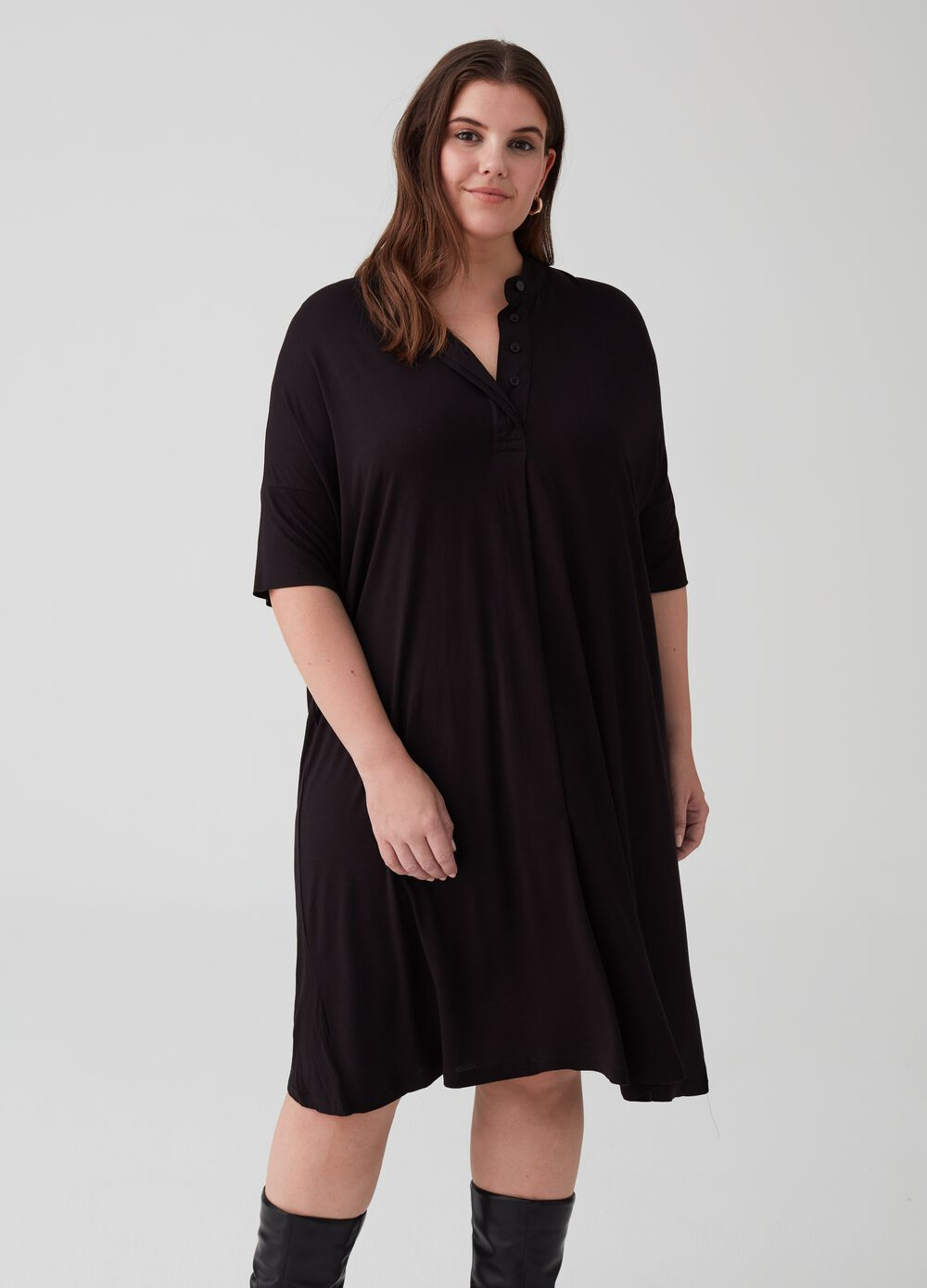 Curvy tunic dress with V opening