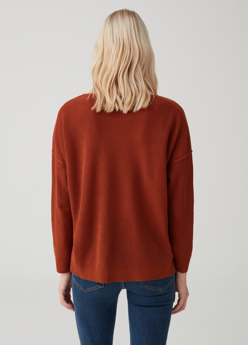 Knitted pullover with sleeves and drop shoulder image number null