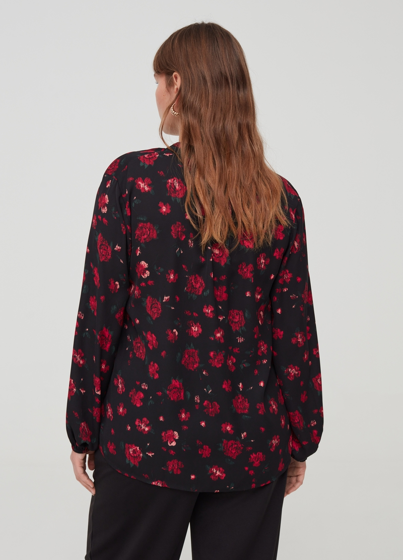 Curvy blouse with floral pattern image number null