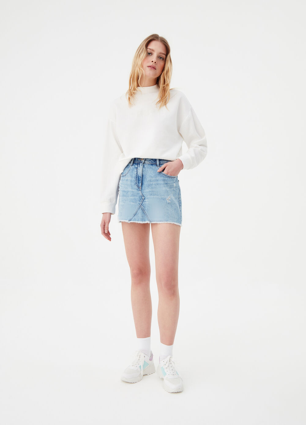 Denim mini skirt with fringed edge