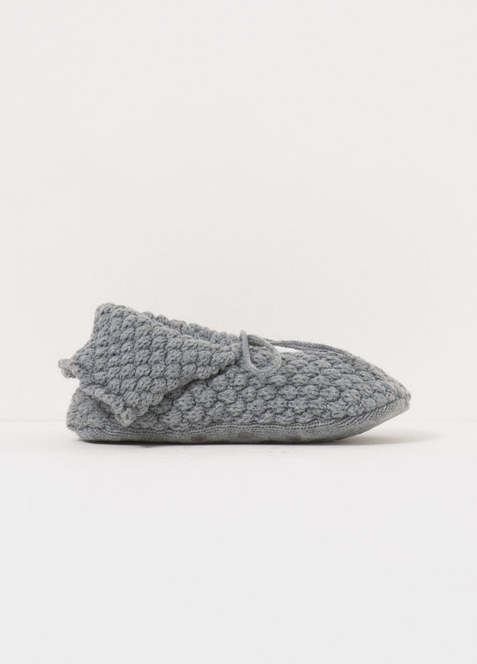 Solid colour knitted slippers