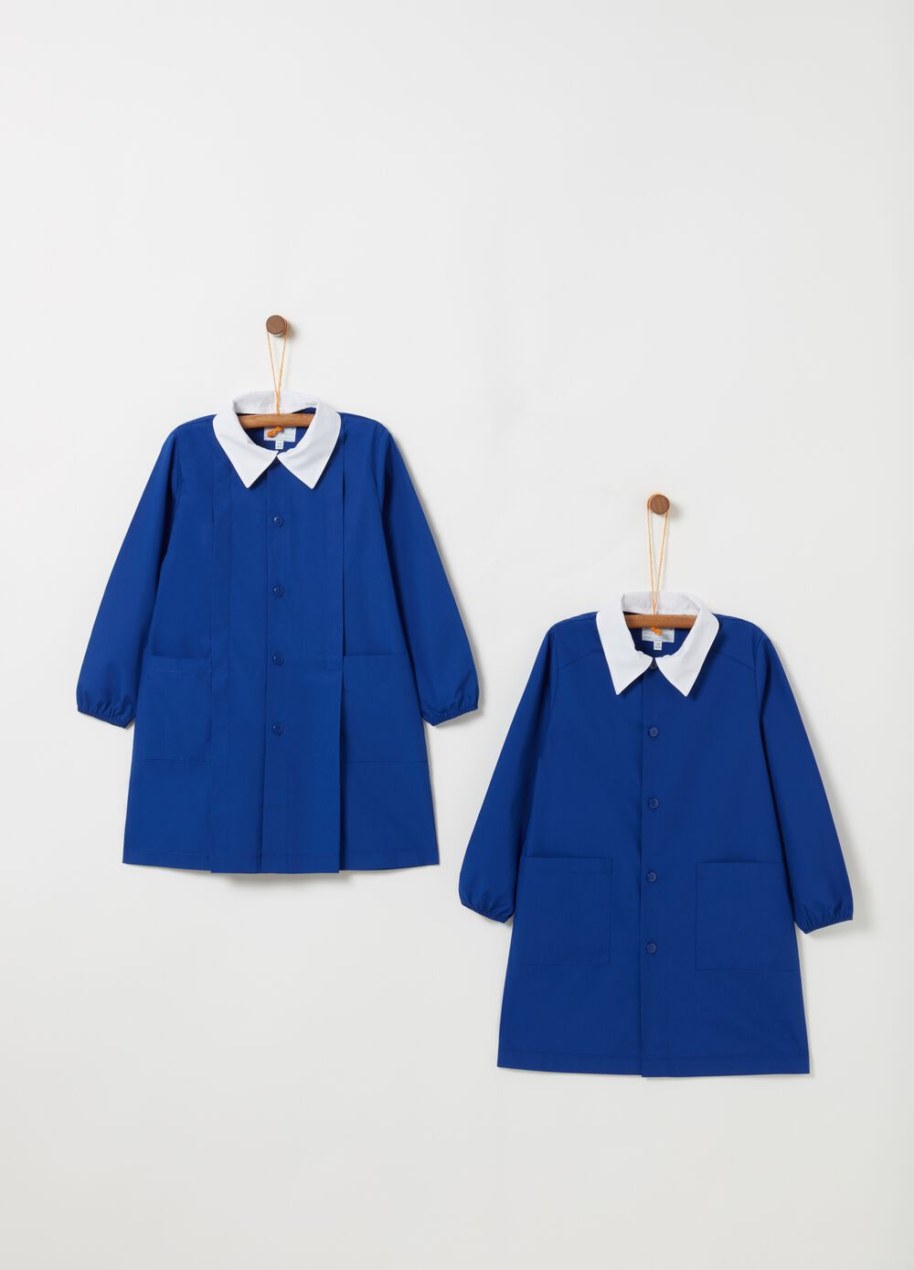 Pack of two smocks with classic collar and pockets