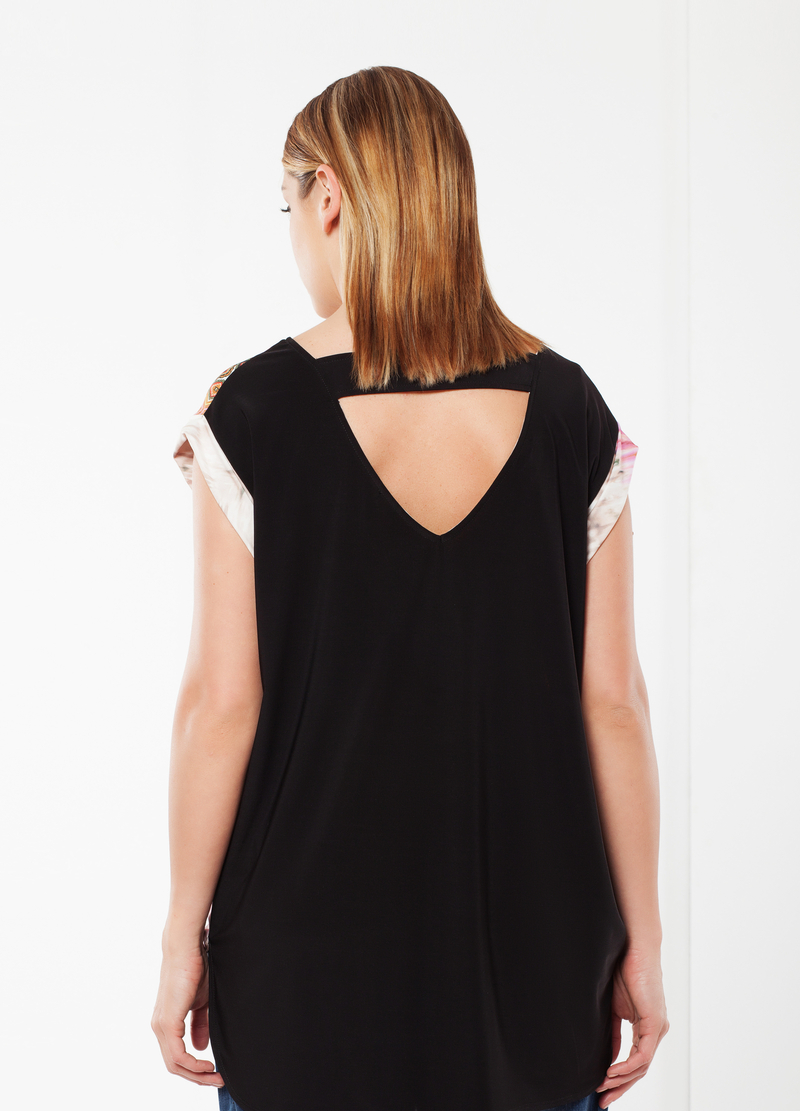 Curvy T-shirt with open back image number null