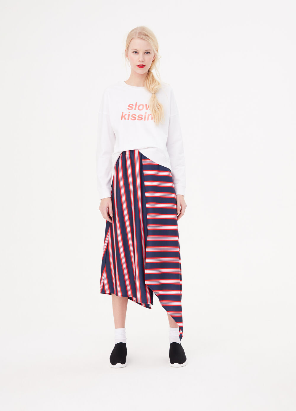 Skirt with asymmetric striped hem