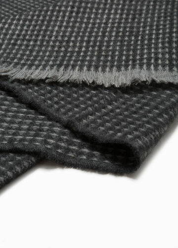 Patterned knitted scarf with fringed hem