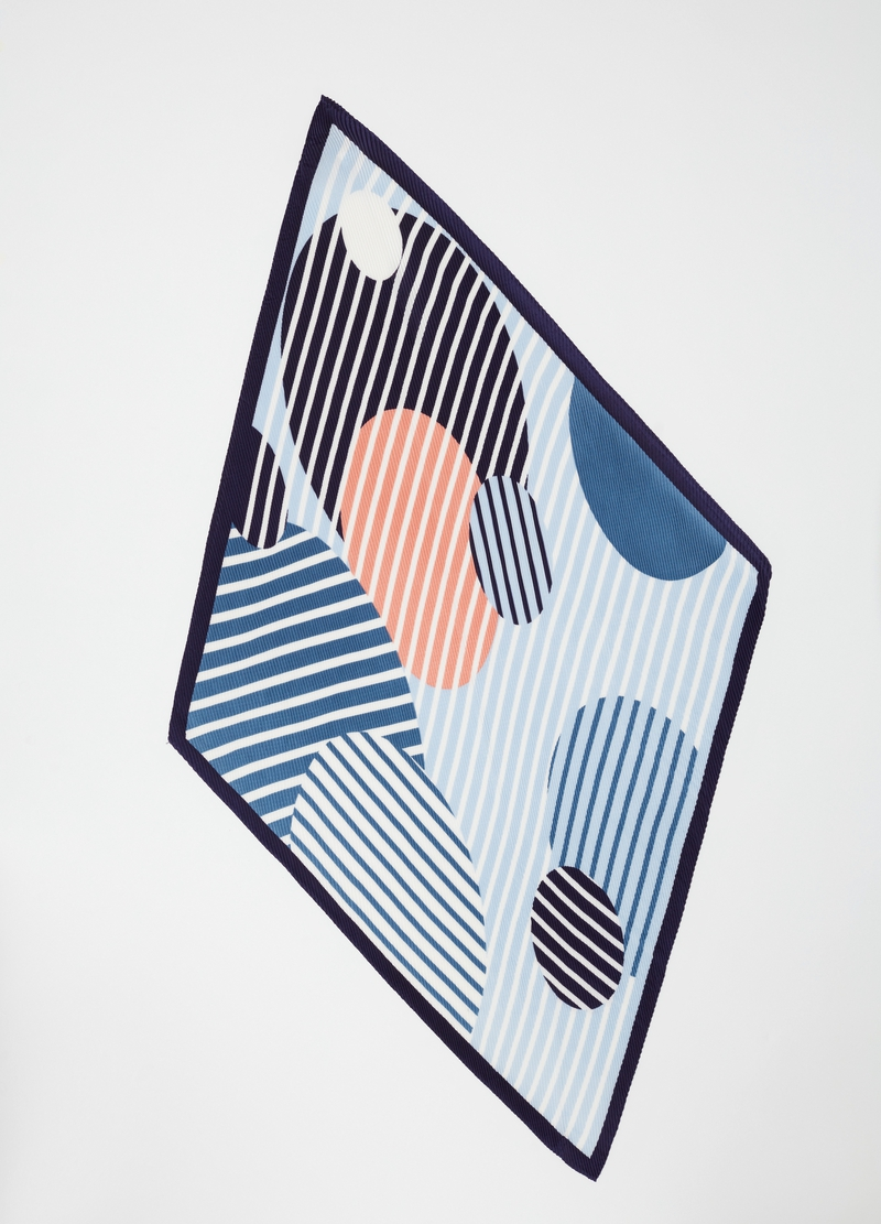 Pleated foulard with geometric pattern image number null
