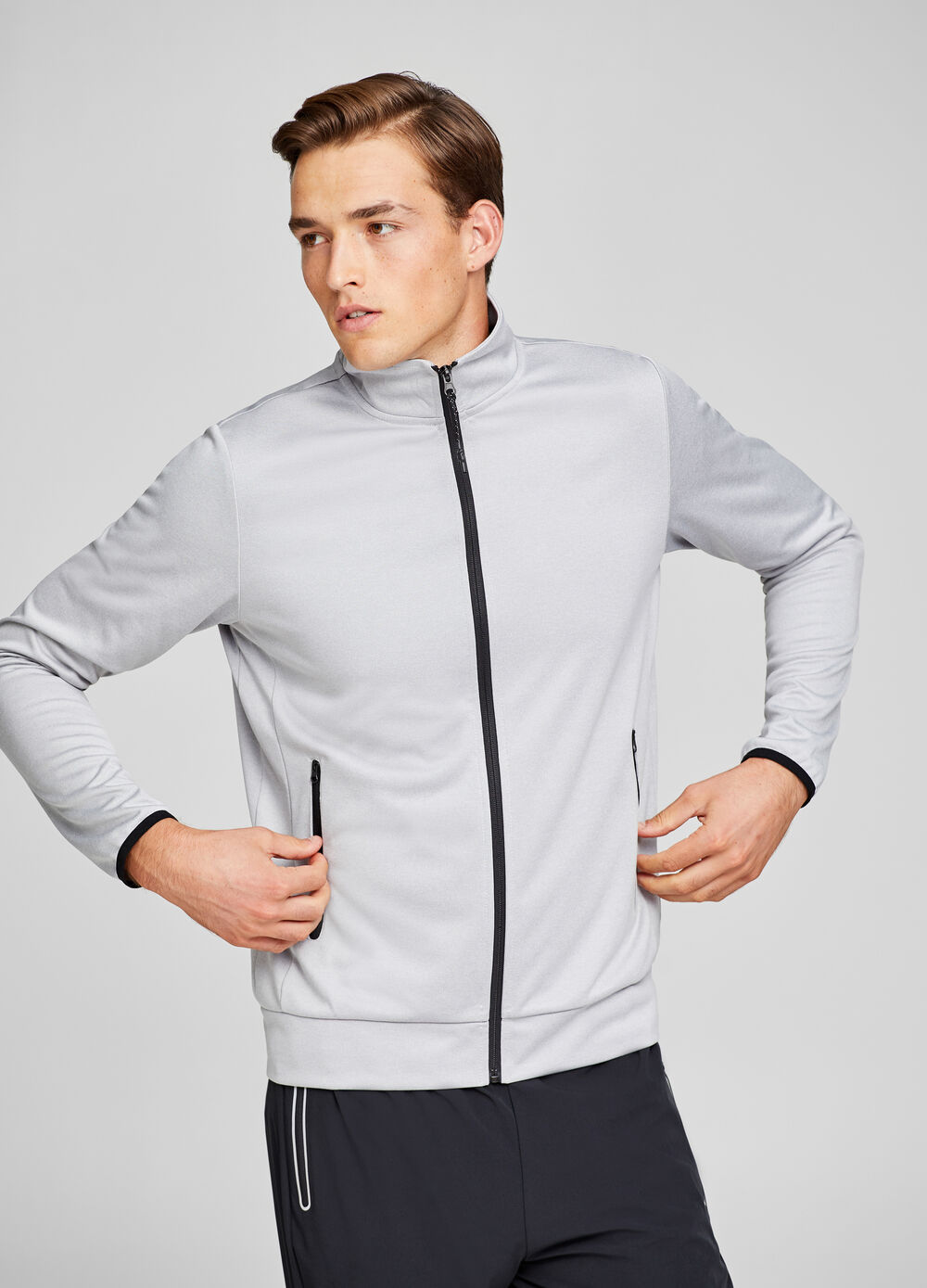 Sports sweatshirt with contrasting zip