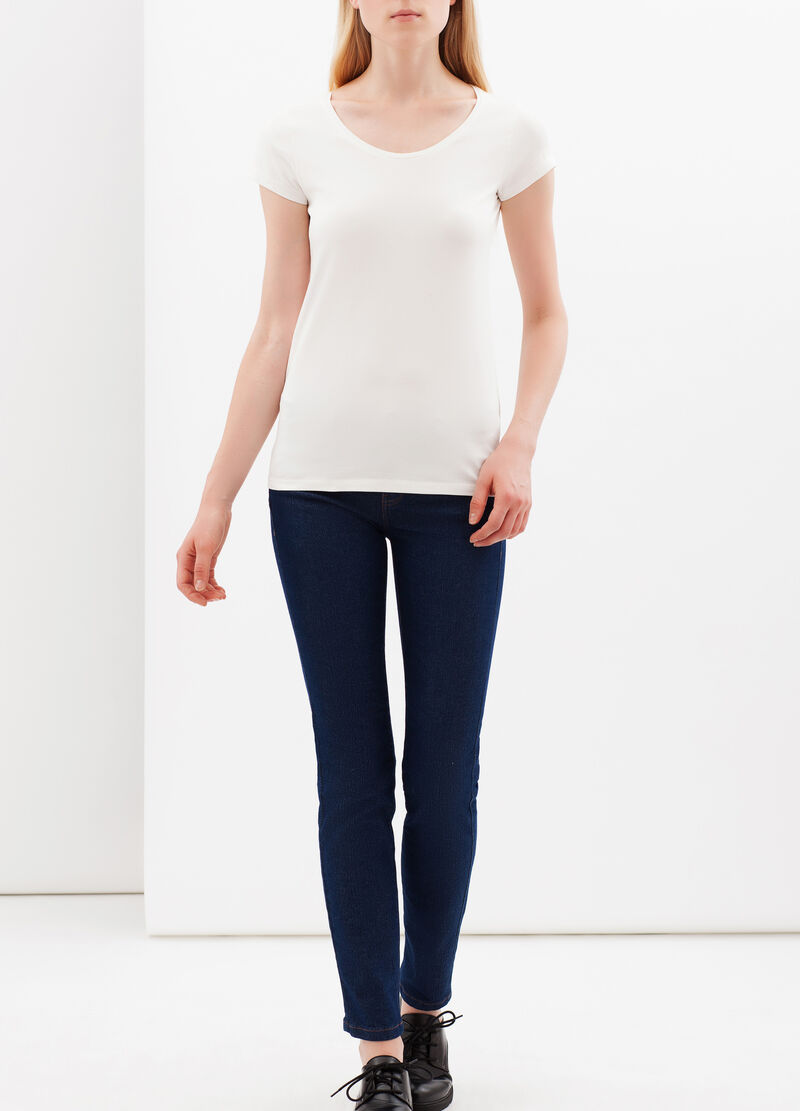 T-shirt with round neckline.
