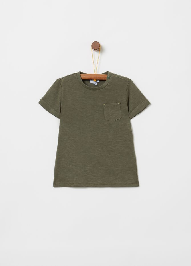 100% cotton T-shirt with ribbing and pocket