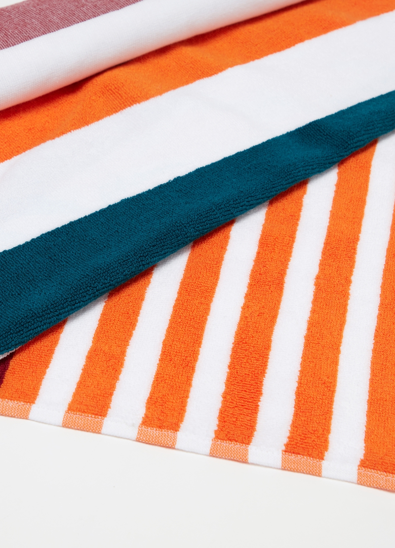 Beach towel in 100% cotton with striped pattern image number null