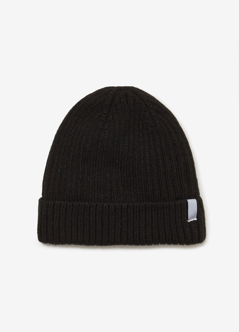 Ribbed knit hat with patch