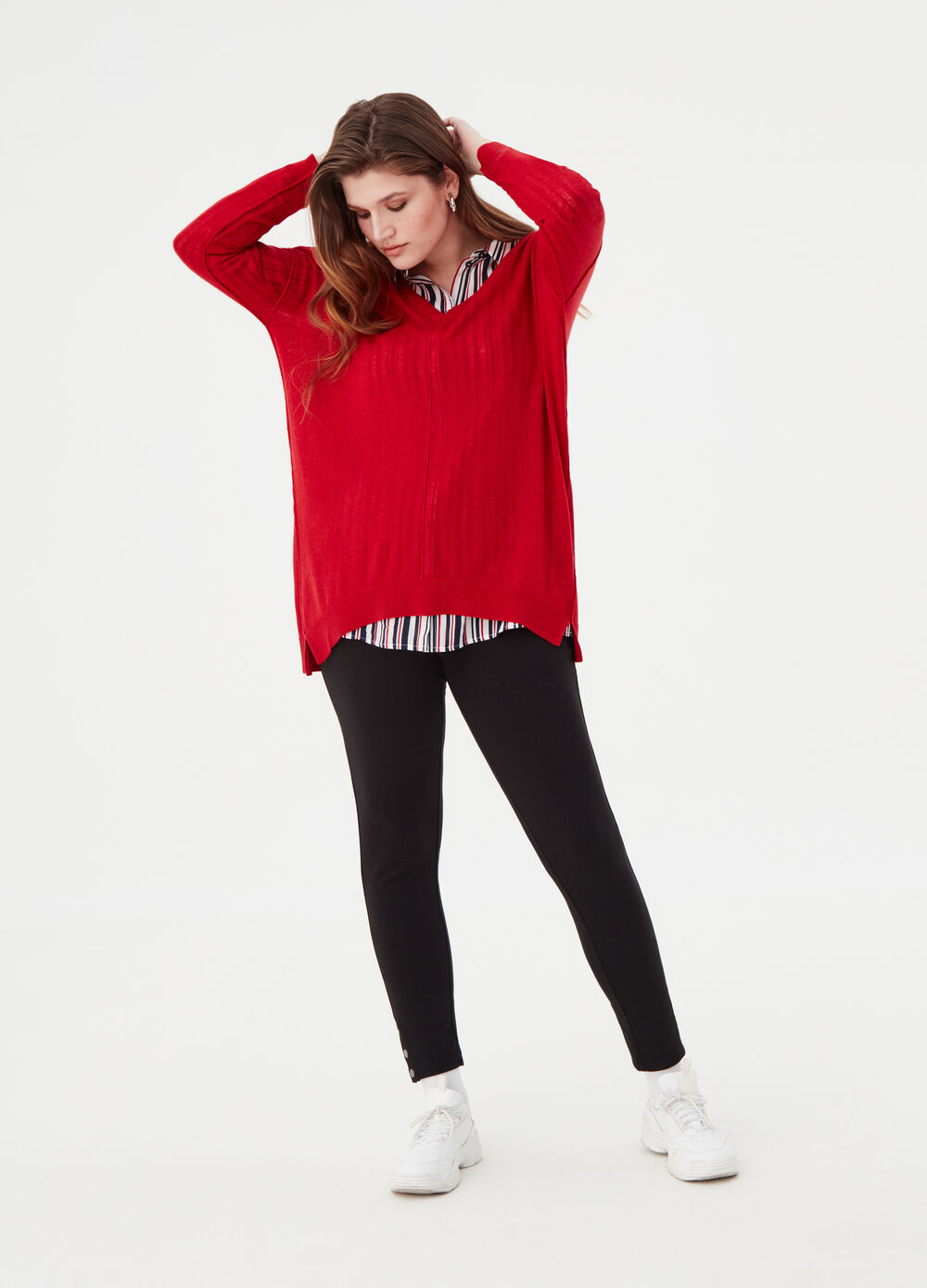 Curvy pullover with ribbed details