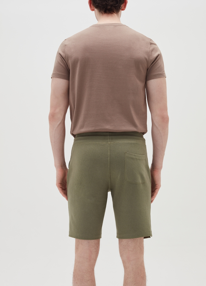 Bermuda jogger shorts with Maui and Sons logo. image number null