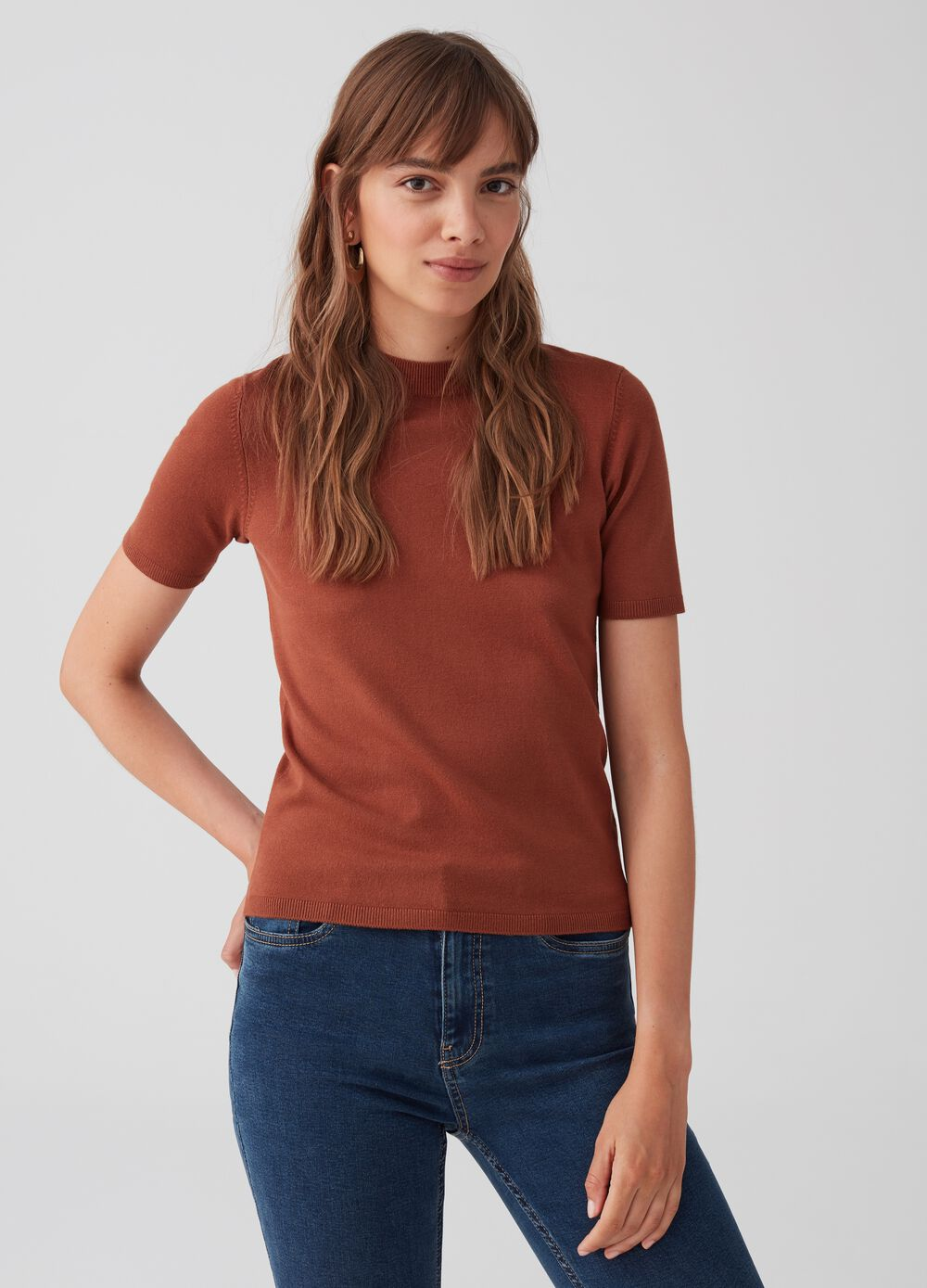 Knitted top with round neck and ribbing