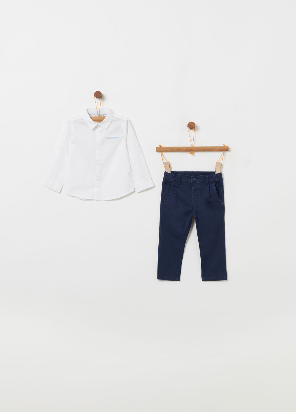 100% cotton outfit consisting of shirt and trousers
