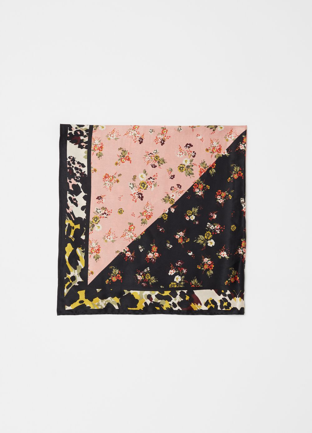 Foulard with patchwork flowers print