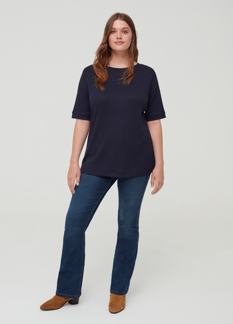 Curvy top with elbow-length sleeves image number null