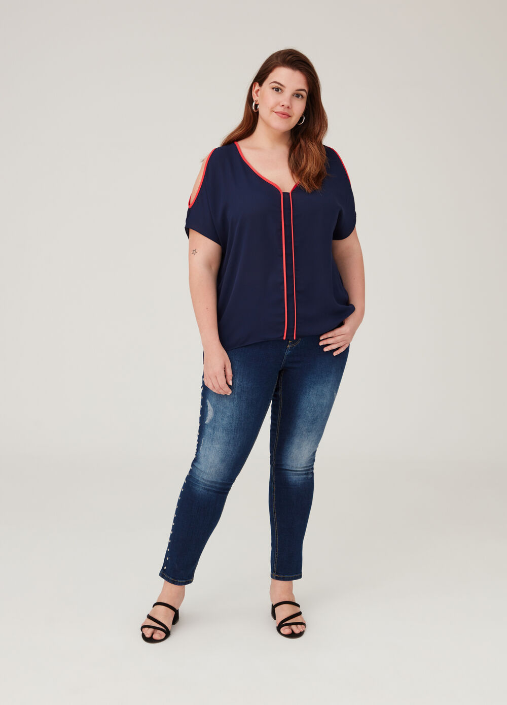 Curvy short-sleeved blouse with V neck
