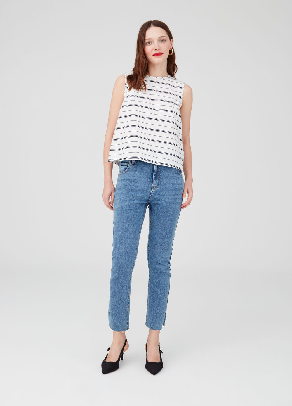 Sleeveless shirt with striped split
