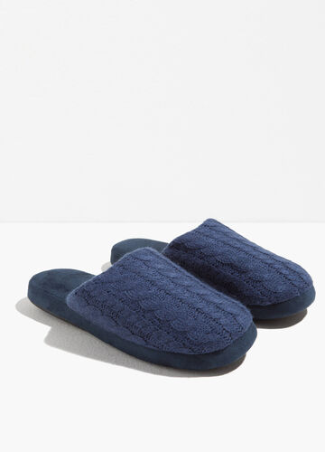 Slippers with woven upper