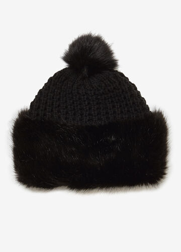 Hat with faux fur and pompom