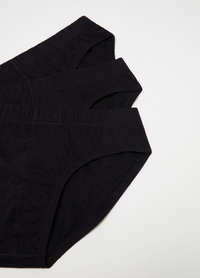 Three-pack solid colour briefs with internal elastic