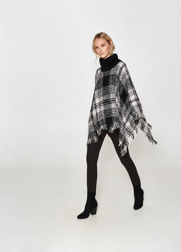 Tartan patterned poncho with fringing
