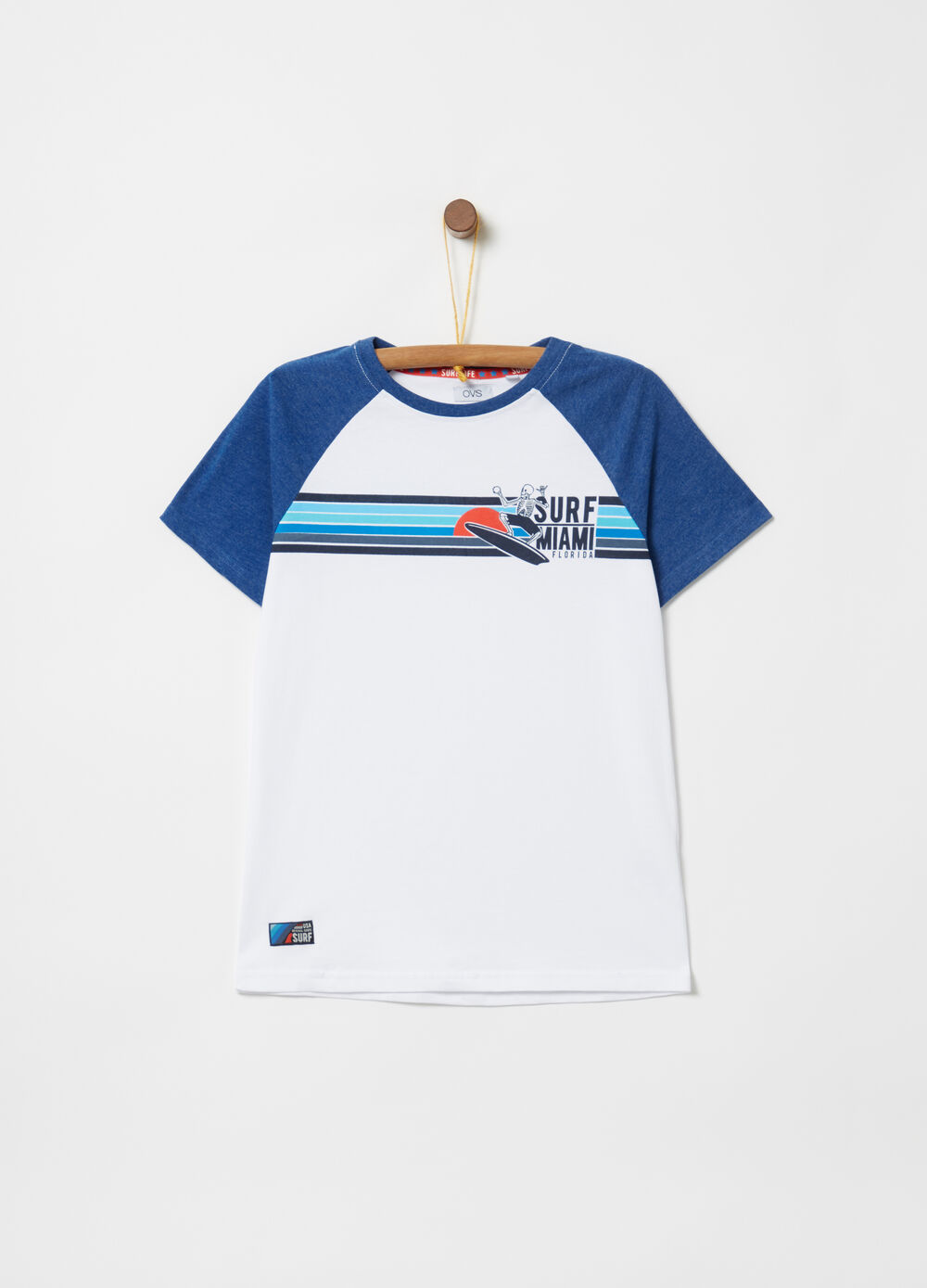 T-shirt with raglan sleeves and striped print