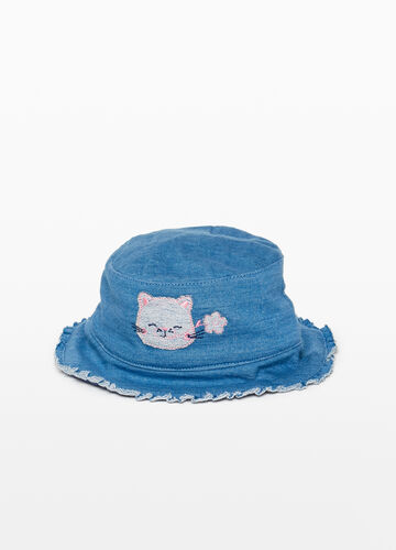 Wide-brimmed hat with kitten patch