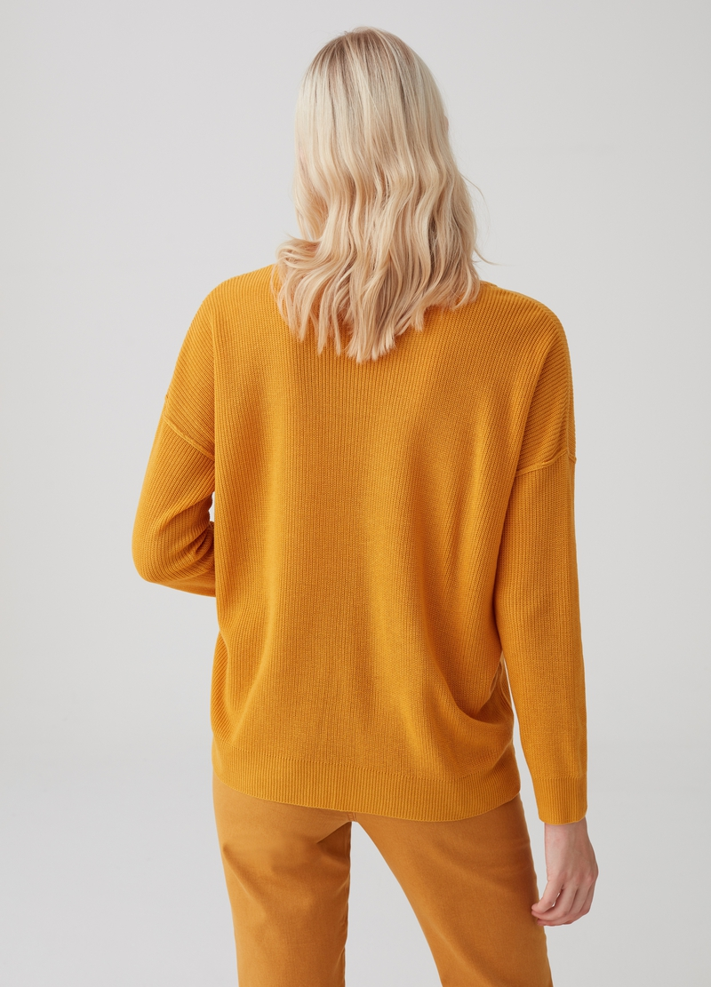 Knitted pullover with drop shoulder image number null