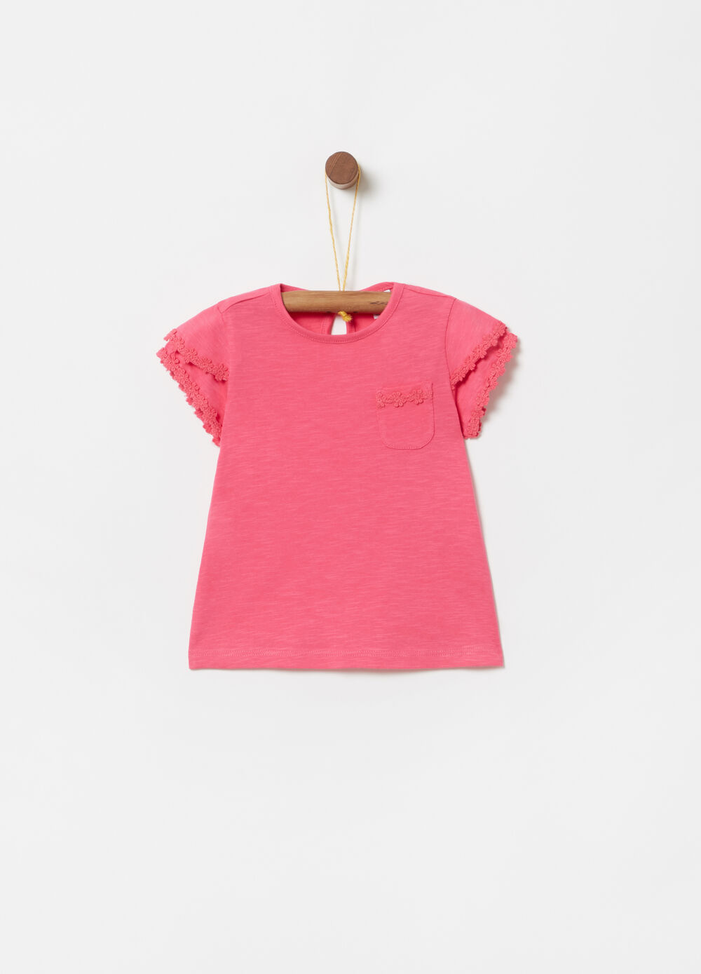 T-shirt with sleeves, pocket and trim