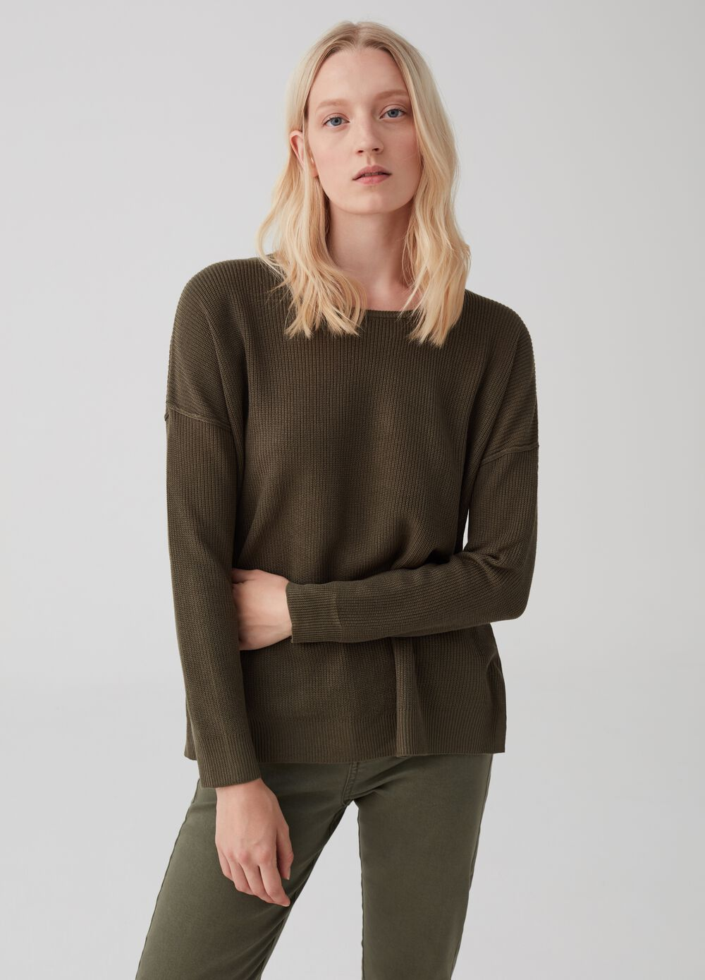 Knitted pullover with drop shoulder