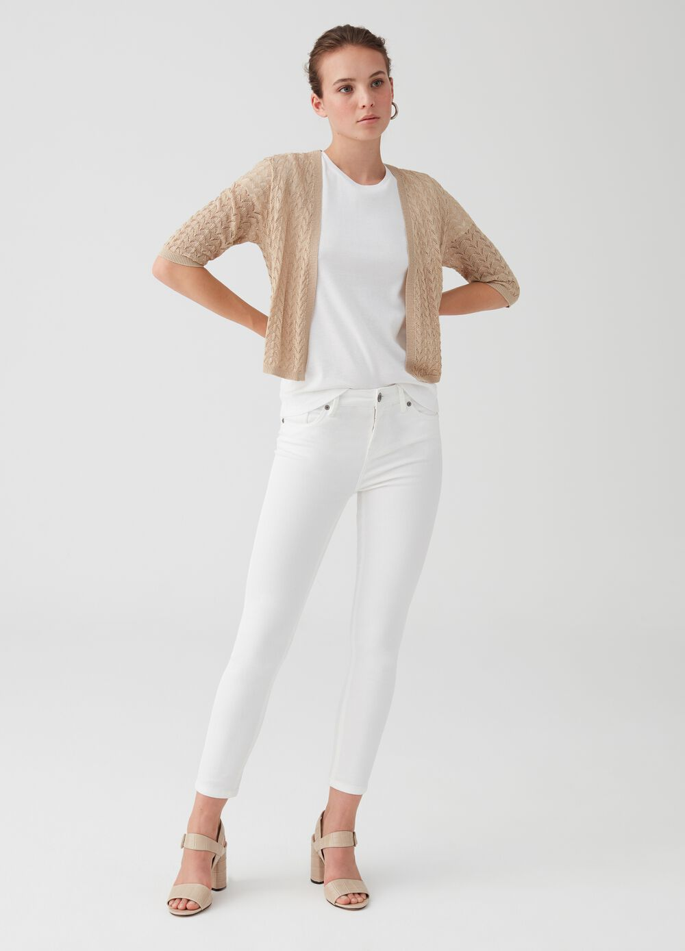Knitted cardigan with three-quarter sleeves