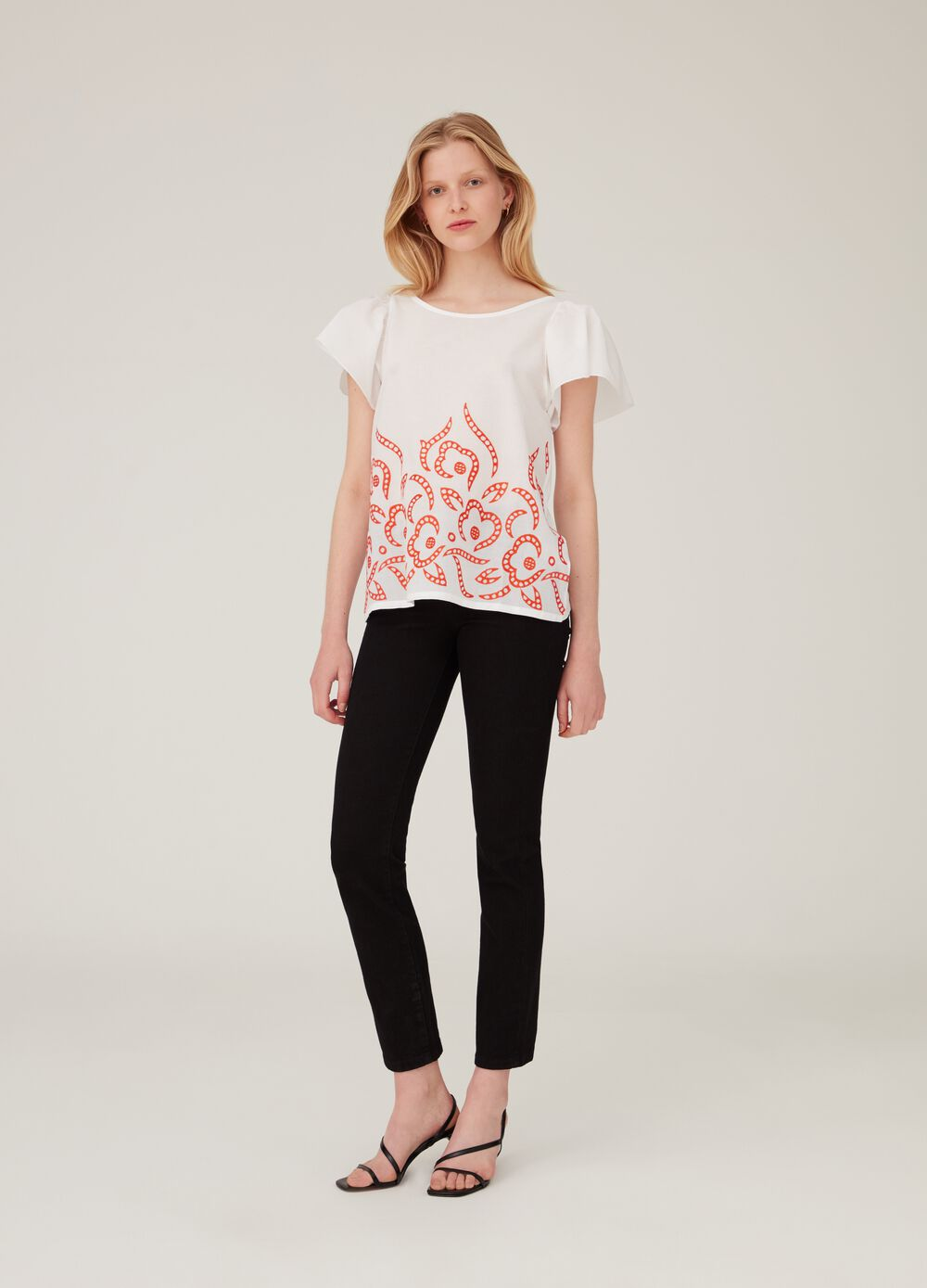 100% cotton T-shirt with patterned hem