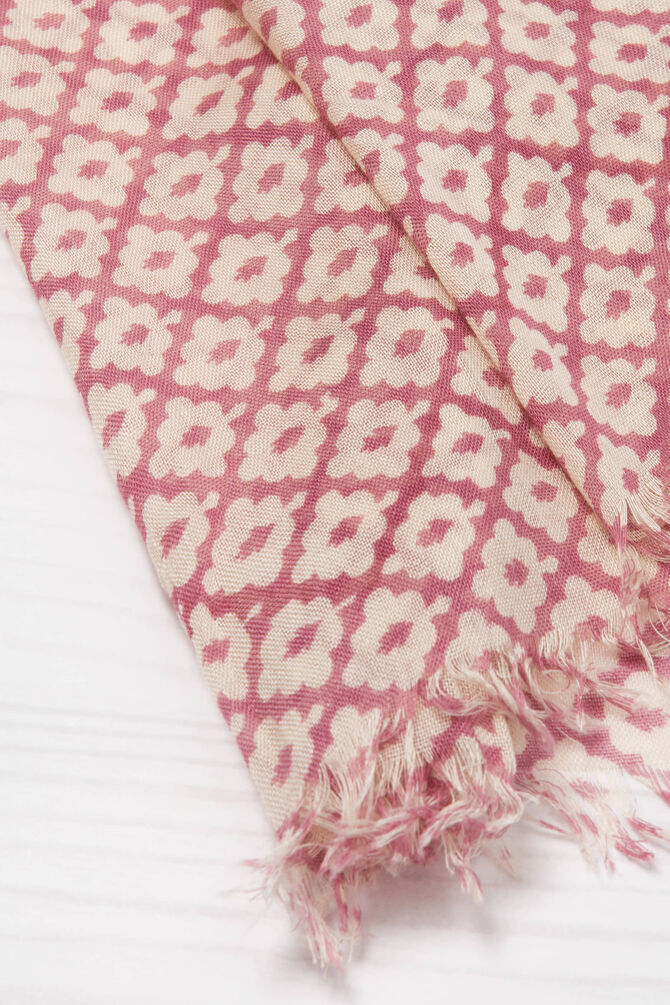 Printed scarf in 100% viscose