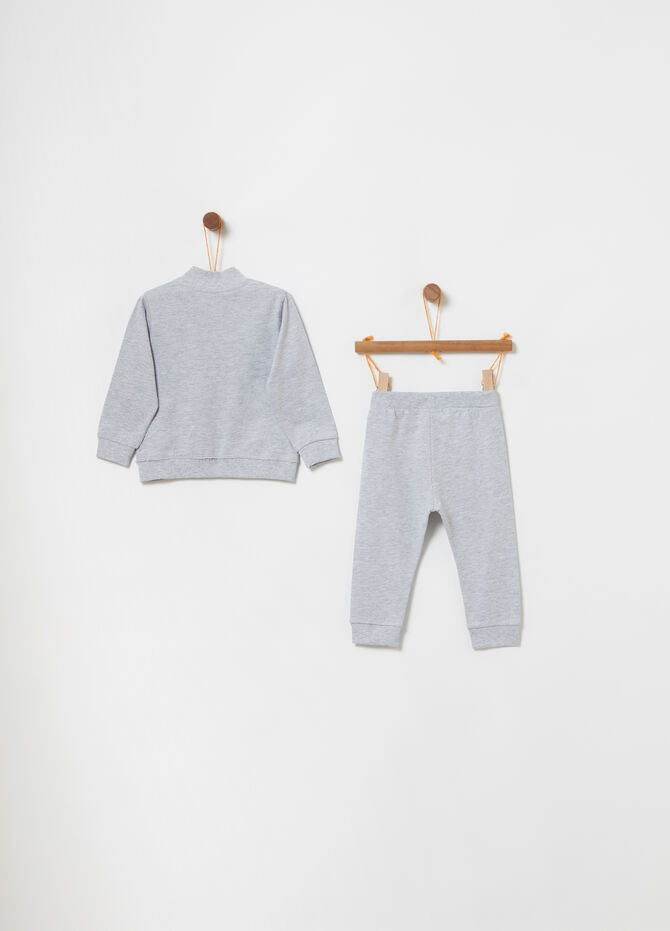 Jogging set with sweatshirt with pockets and trousers
