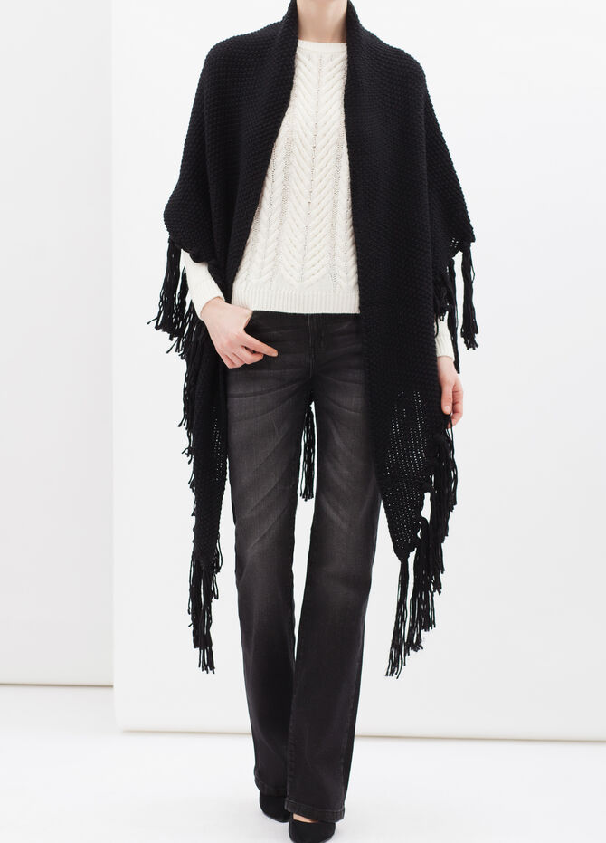 Knitted shawl with fringe