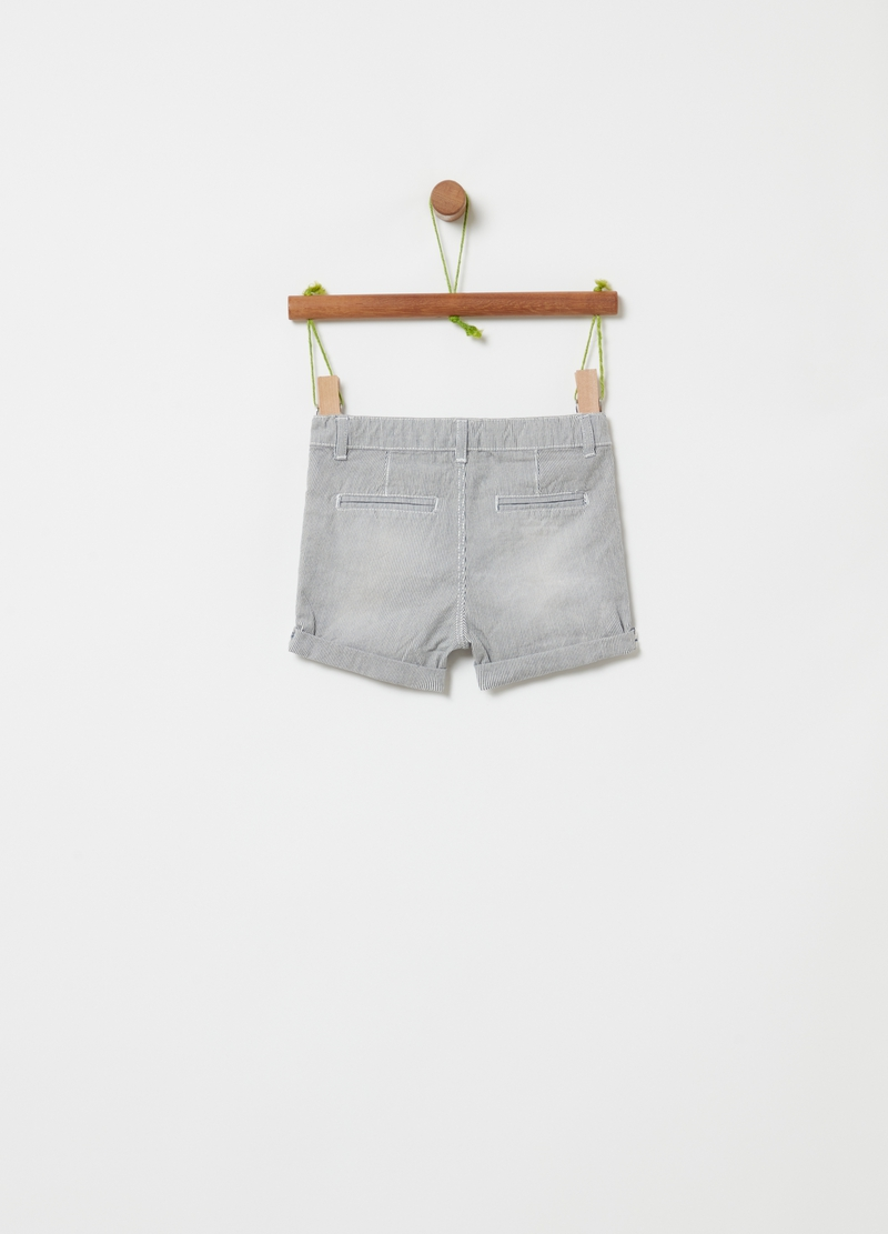 Shorts in 100% organic cotton with fine stripes image number null