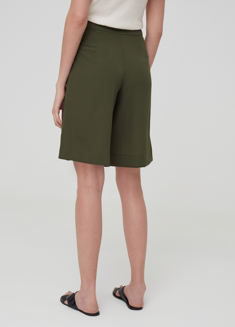 Solid colour Bermuda shorts with pockets image number null
