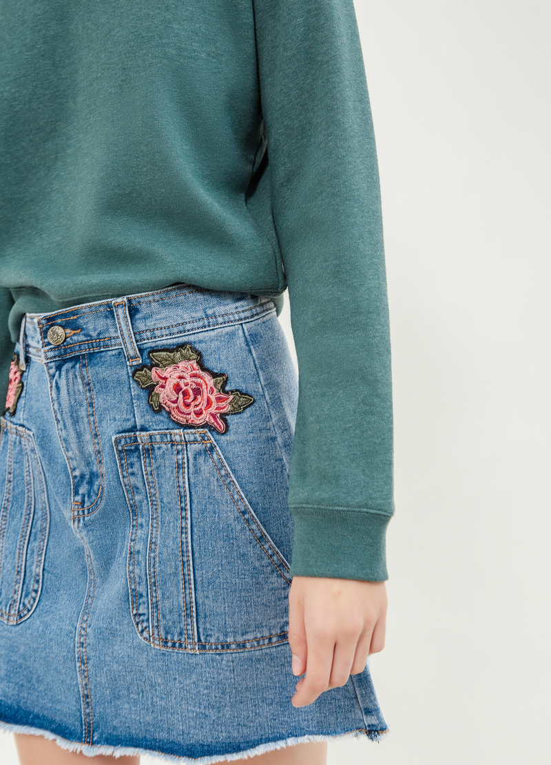 Gonna di jeans con patch fiore image number null