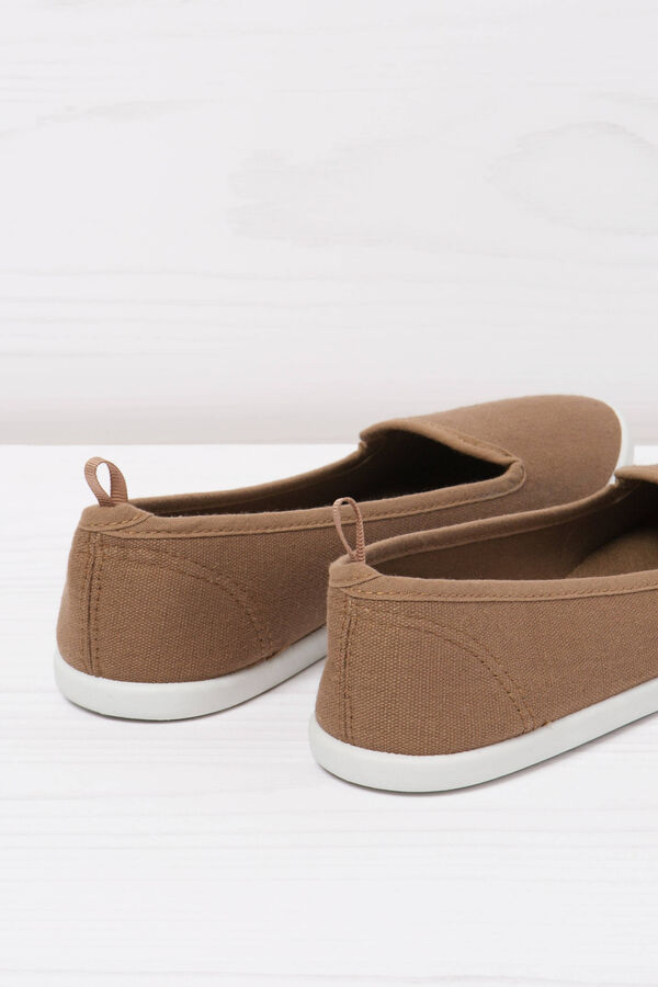 Solid colour slip-ons   OVS