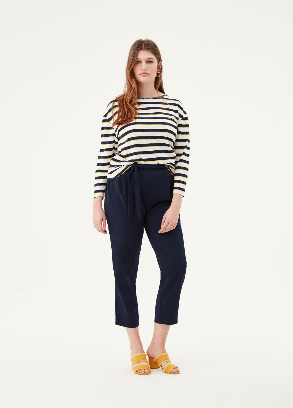 Curvy capri trousers with knotted belt