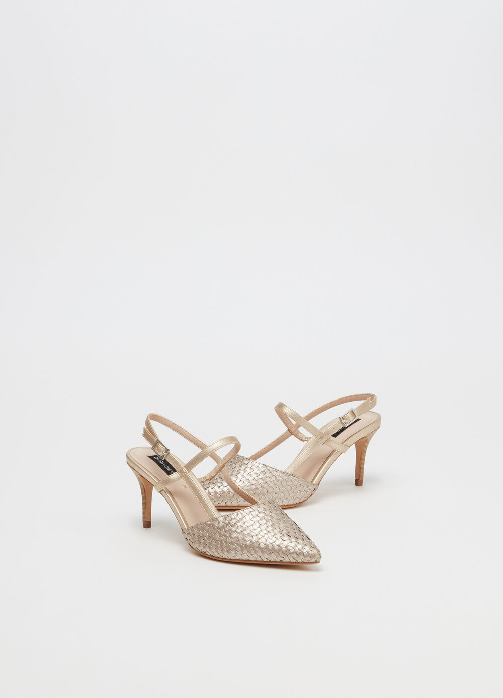 Pointed court shoes with strap
