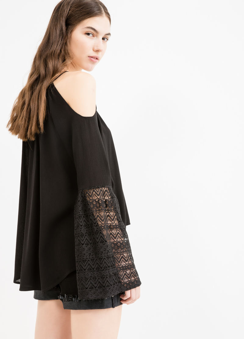 100% viscose blouse with lace and tassels image number null