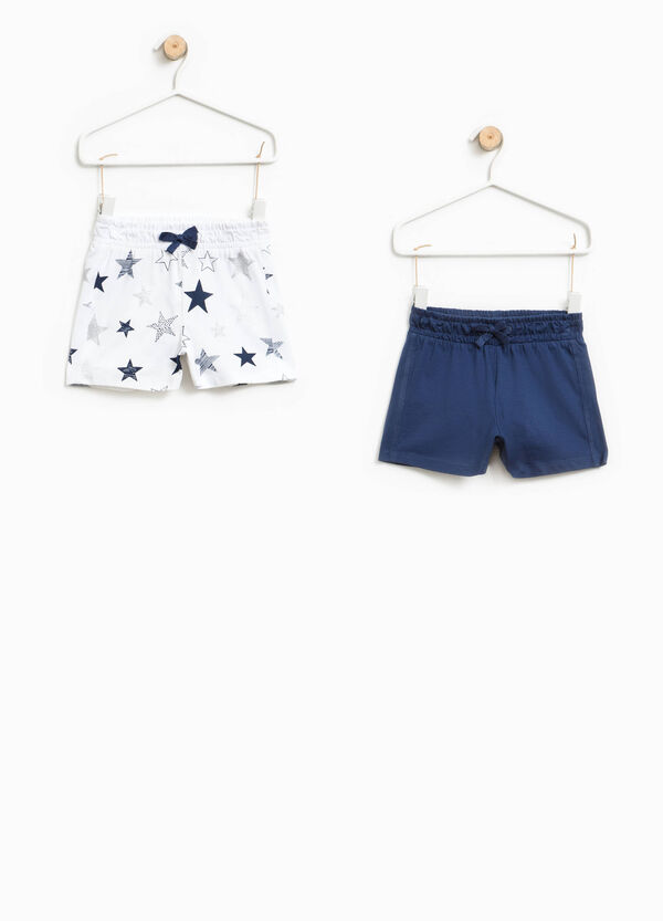 Two-pack solid colour and star patterned shorts | OVS