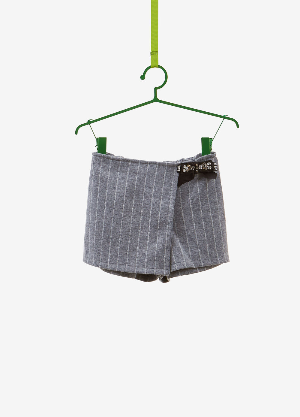 Stretch shorts with bow and striped pattern